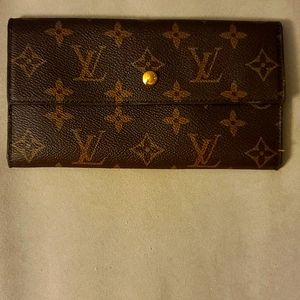 Designer wallet replica new with tag full pockets